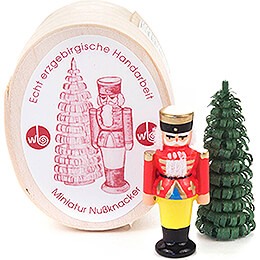 Nutcracker and Tree in Wood Chip Box - 3 cm / 1.2 inch